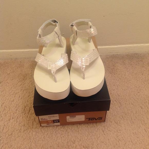 c0f6ecb4899 Teva NIB Flatform universal thong sandal